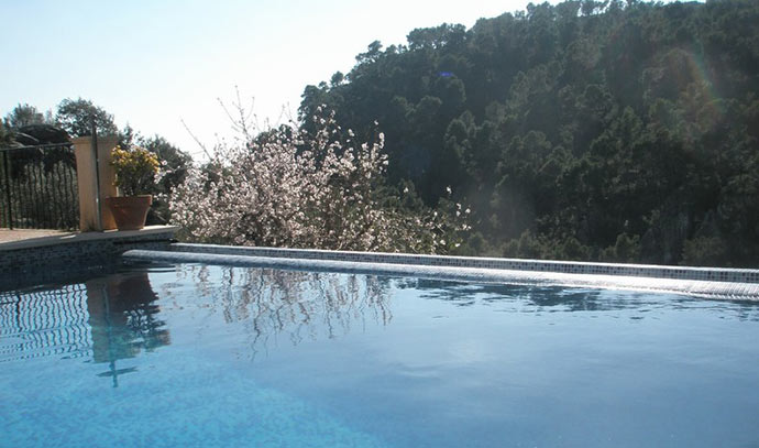 Country house for sale in Andratx with nice views and pool